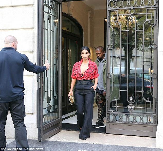 Kim -Kardashian -in -Givenchy- in- Paris