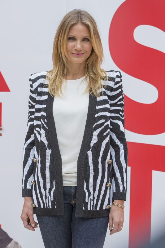 cameron-diaz-hotel-bristol-paris-sex-tape-photocall-balmain-cardigan-2