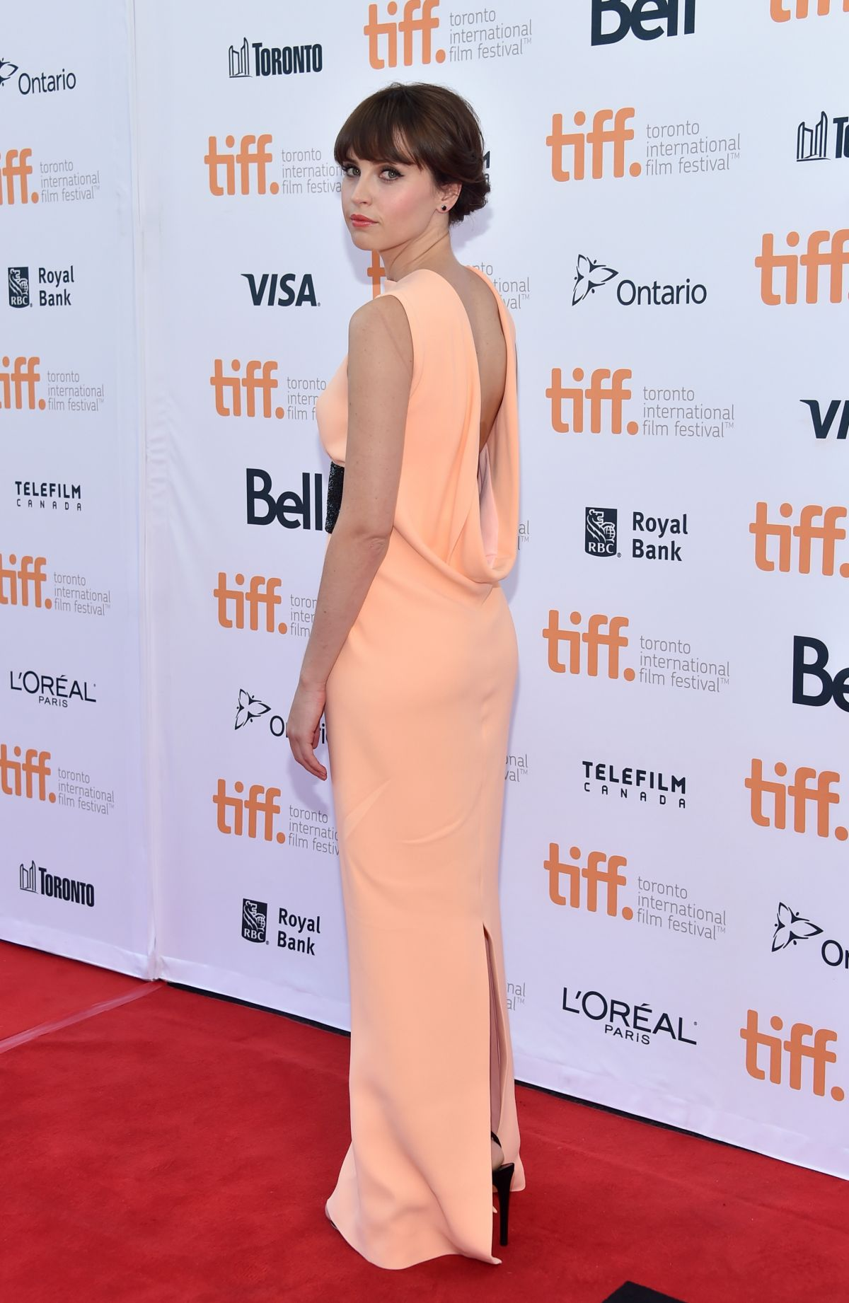 felicity-jones-at-the-theory-of-everything-premiere-in-toronto_5