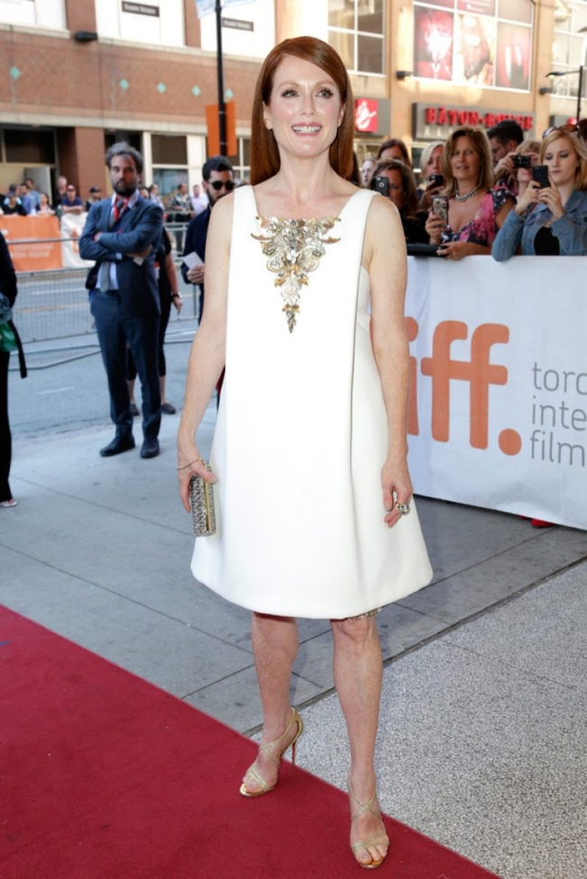 julianne-moore-white-chanel-couture-dress01