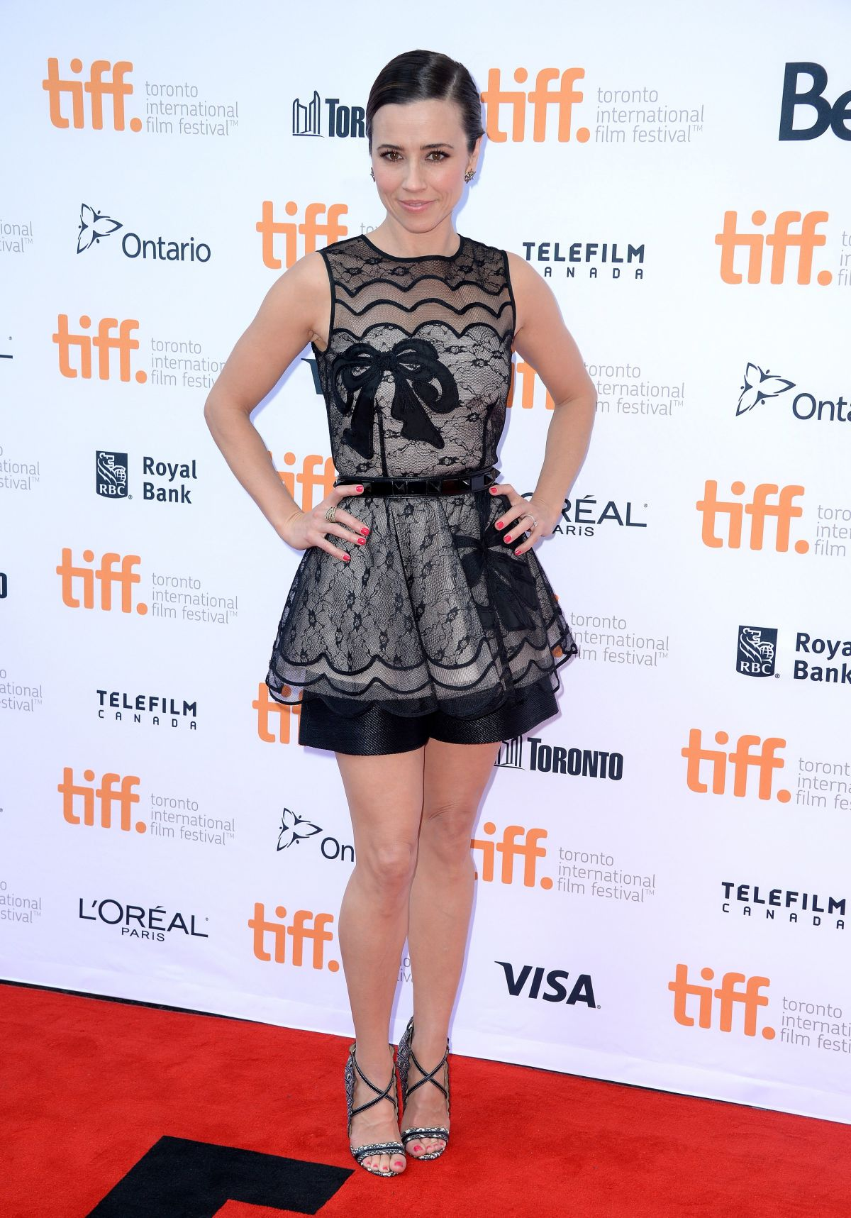 linda-cardellini-at-welcome-to-me-premiere-in-toronto_1