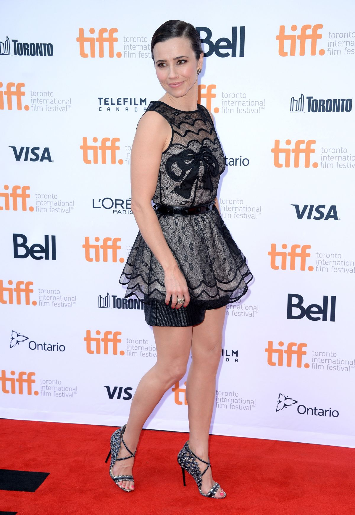 linda-cardellini-at-welcome-to-me-premiere-in-toronto_6