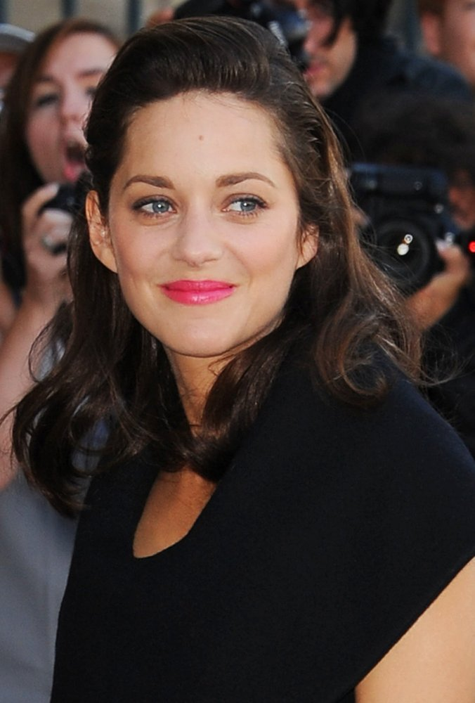 marion-cotillard-paris-fashion-week-womenswear-spring-summer-2015-01