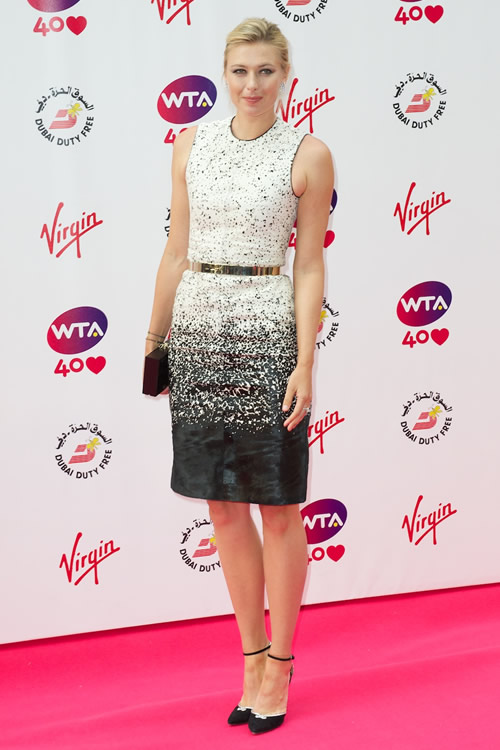 Maria Sharapova wearing a Burberry monochrome dress with a slim gold belt