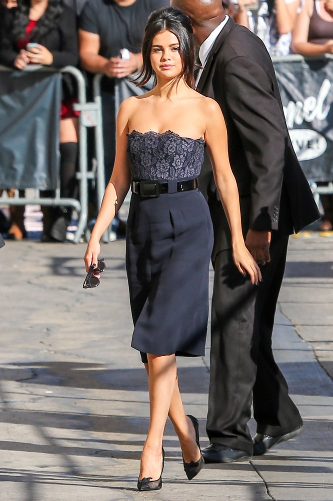 -Selena-Gomezs-Jimmy-Kimmel-Live-Chanel-Strapless-Lace-Belted-Dress-and-Tom-Ford-Mesh-Bow-Pumps-