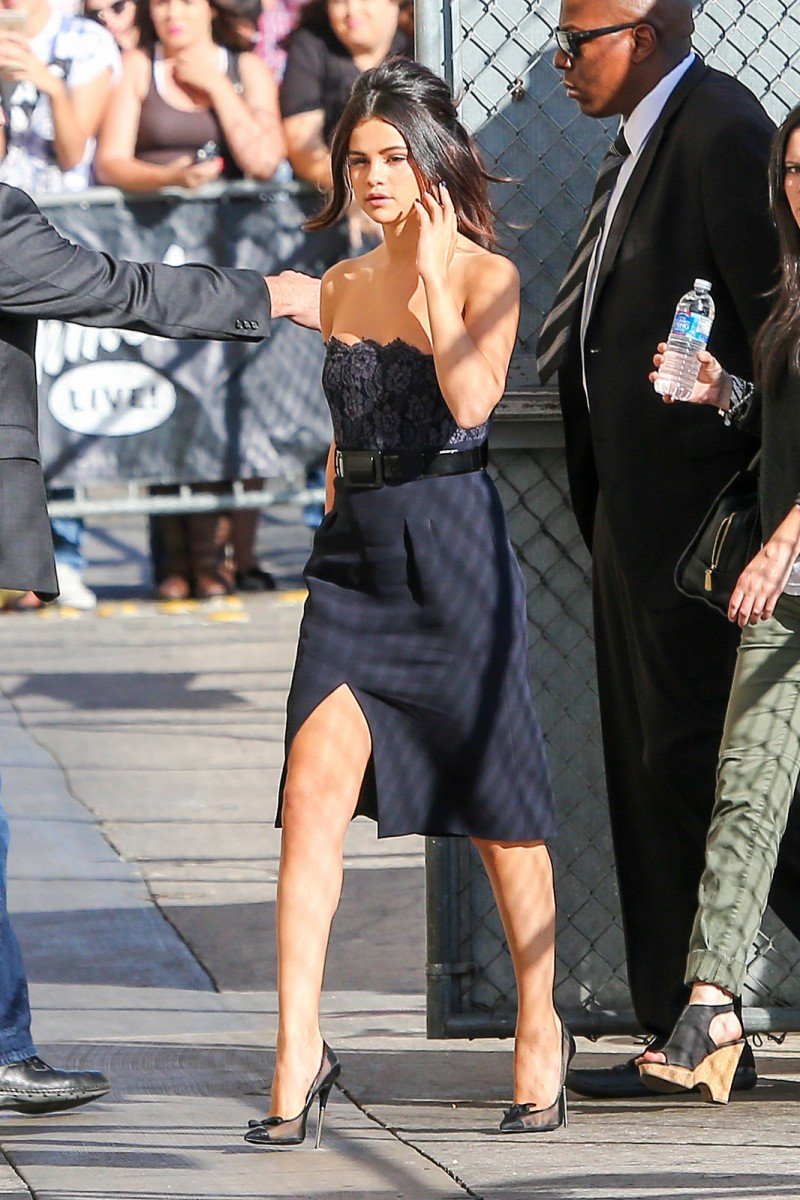 5 Selena Gomezs Jimmy Kimmel Live Chanel Strapless Lace Belted Dress and Tom Ford Mesh Bow Pumps 800x1200 Selena Gomez   in  Chanel   and Tom Ford Mesh Bow Pumps   Jimmy Kimmel Live