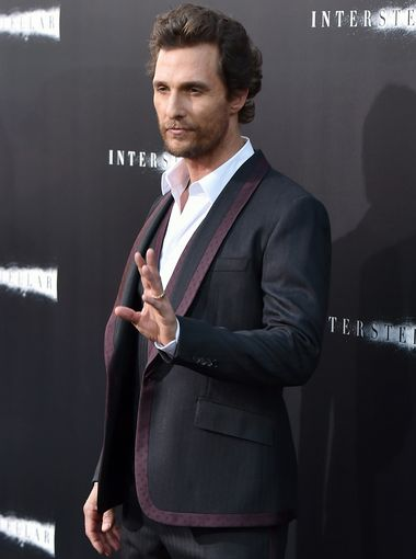matthew-mcconaughey-wears-dolce-gabbana-pinstripe-suit-interstellar-hollywood-premiere/