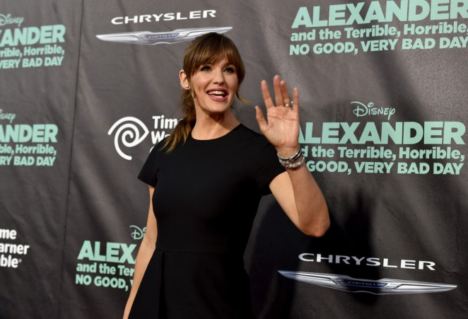 Jennifer-Garner--Alexander-And-The-Terrible-Horrible-No-Good-Very-Bad-Day-Premiere--10-662x451