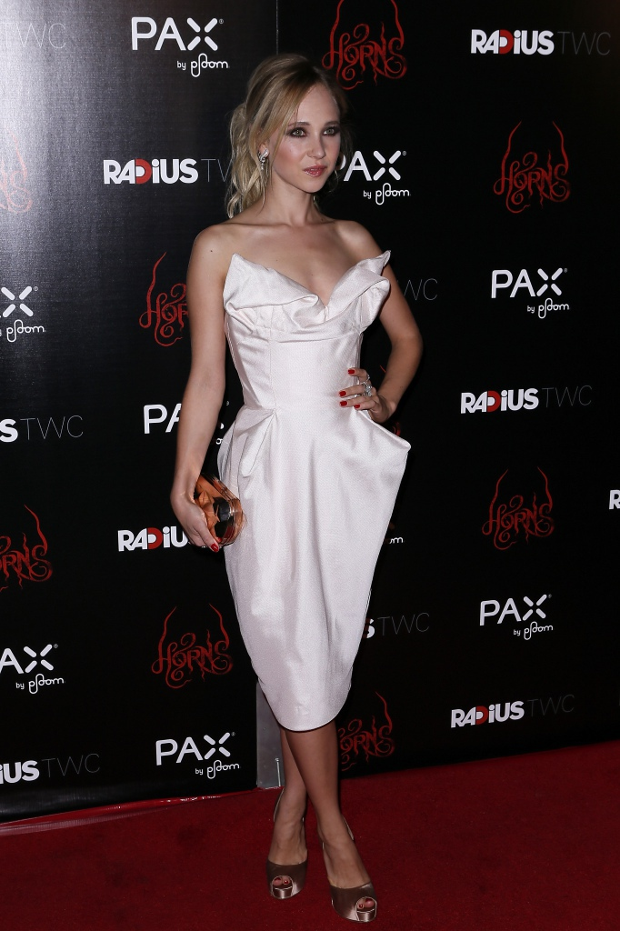 Juno-Temple-a-la-premiere-de-Horns-a-Los-Angeles_portrait_w858