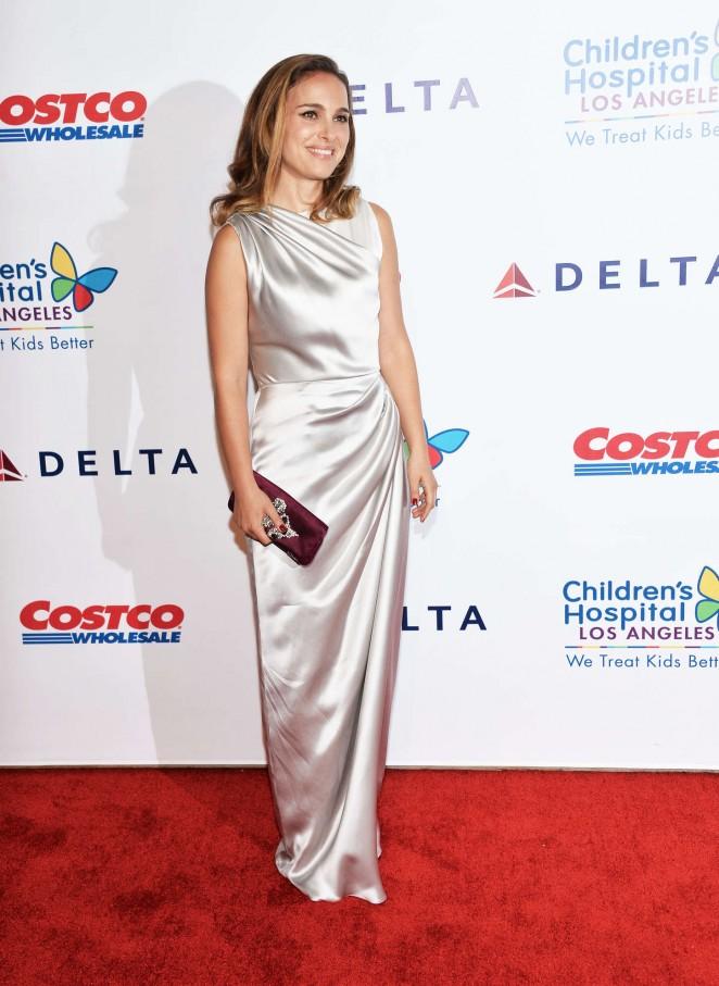 Natalie-Portman--Childrens-Hospital-Los-Angeles--06-662x907