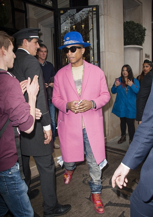 Pharrell-In-Celine-Fall-2014-Pink-Cashmere-Coat-Leaving-The-Four-Seasons-George-V-Hotel-in-Paris-2