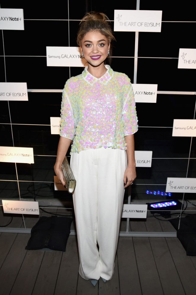 Sarah Hyland The Note Pad 04 662x995 Sarah Hyland In DKNY at  the Art of Elysium Pre Event Dinner for HEAVEN 2015