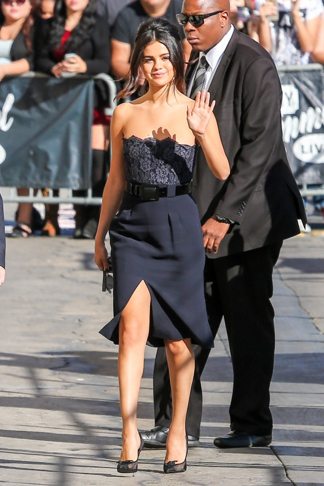 Selena-Gomezs-Jimmy-Kimmel-Live-Chanel-Strapless-Lace-Belted-Dress-and-Tom-Ford-Mesh-Bow-Pump