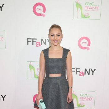 annasophia-robb-at-ffany-shoes-on-sale-in-new-york_4