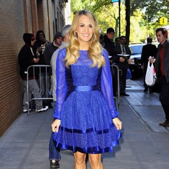 carrie-underwood-blue-28oct14-05