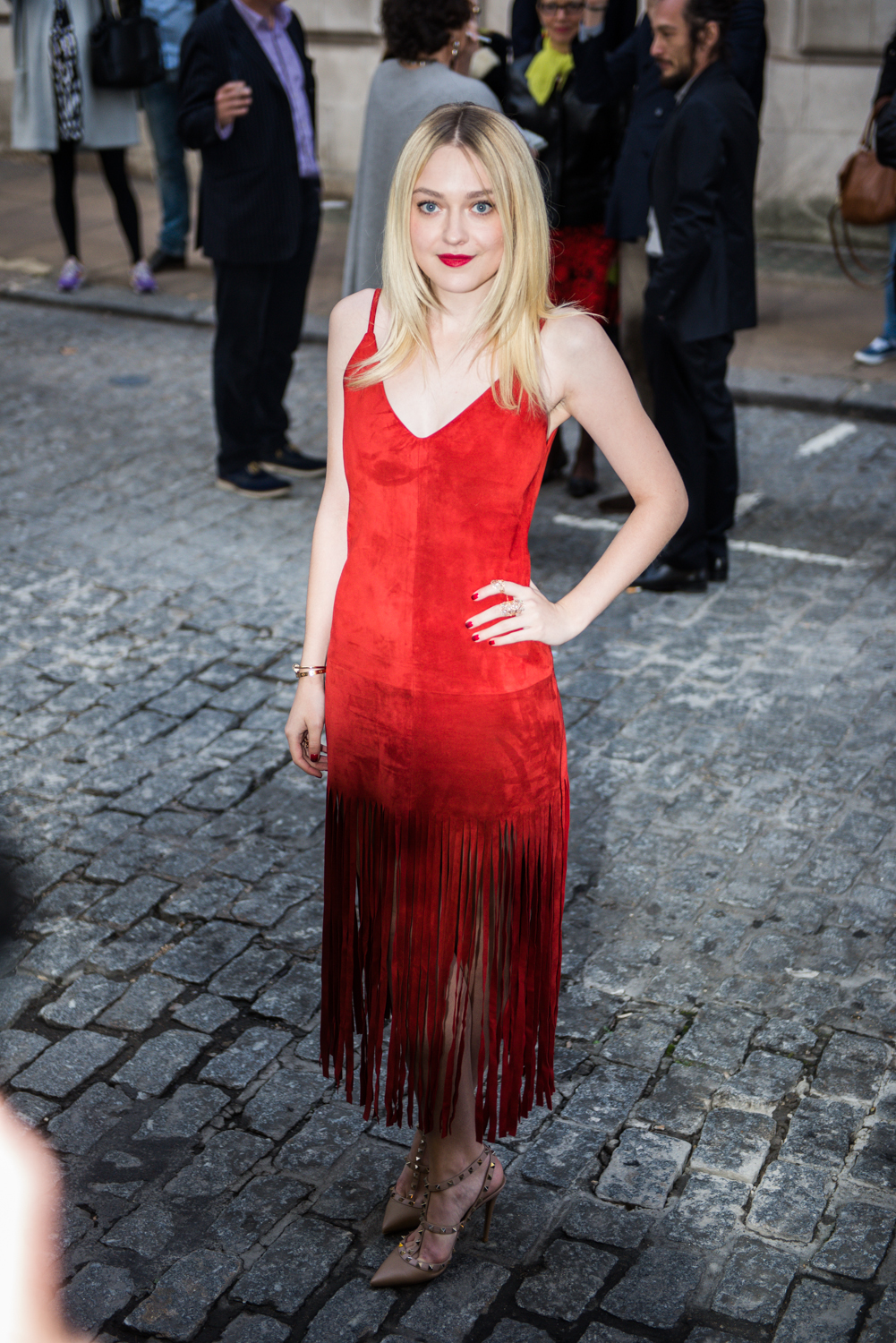 Dakota- Fanning -wears- Valentino – 'Effie- Gray-' World- Premiere