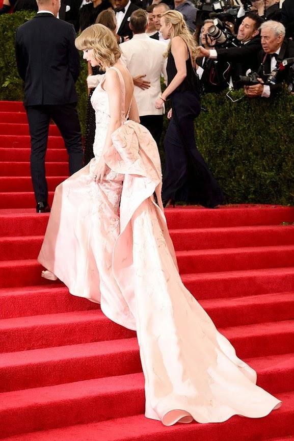 Taylor Swift in Oscar De La Renta gown at The 2014 Met Gala
