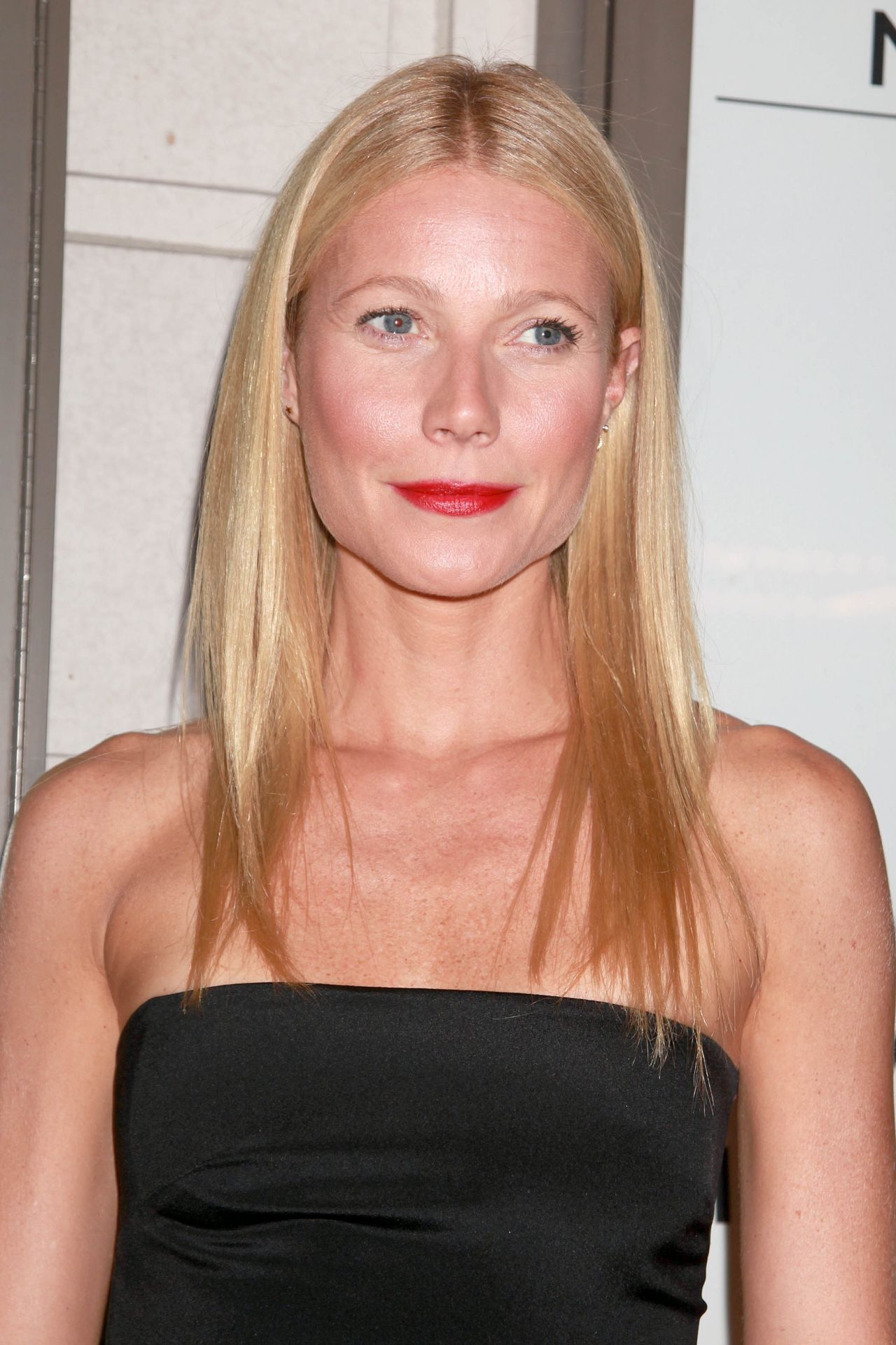 gwyneth-paltrow-the-country-house-opening-night-in-new-york-city_7