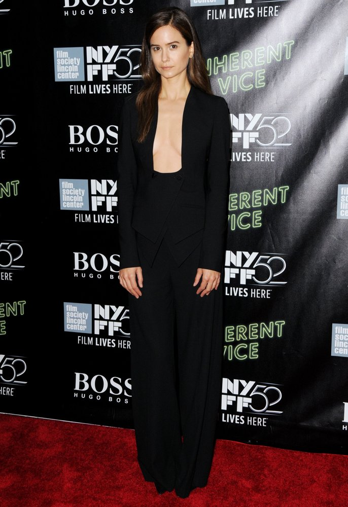 katherine-waterston-52nd-new-york-film-festival-03