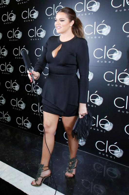 khloe-kardashian-dubai-hollywood-meets-bollywood-balmain-dress-giuseppe-zanotti-sandals-2