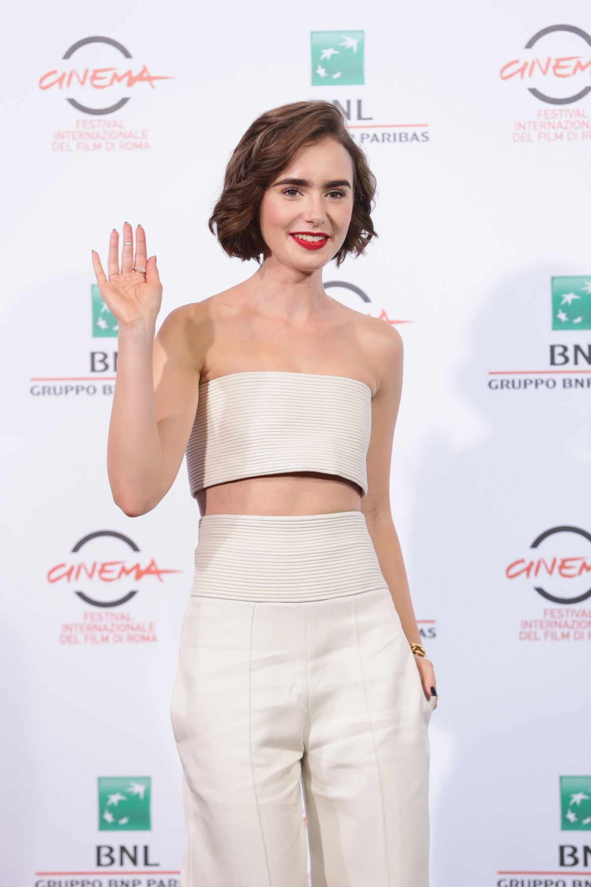 lily-collins-at-love-rosie-photocall-at-rome-film-festival_11