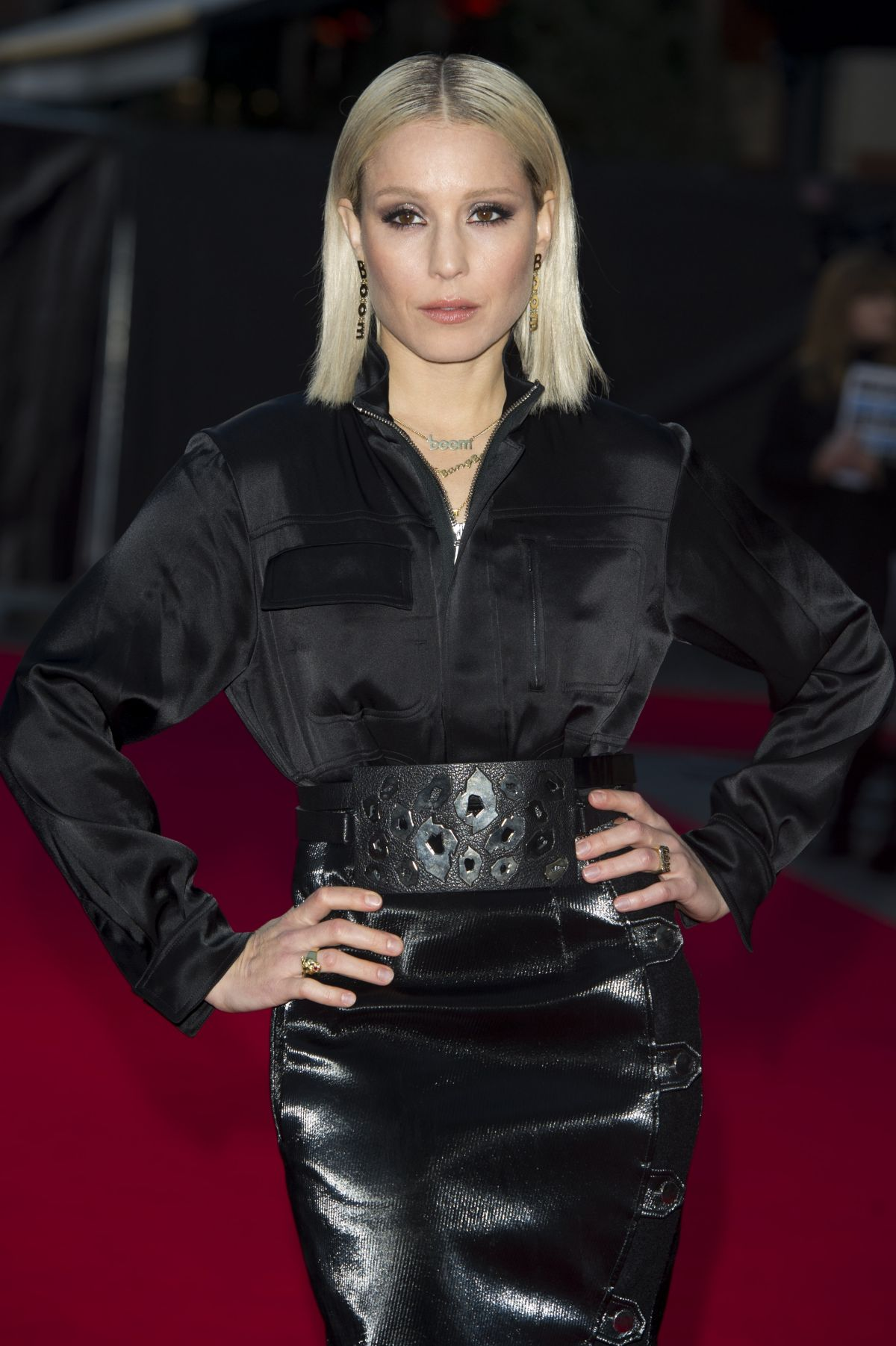 noomi-rapace-arriving-to-screening-of-the-drop-during-the-58th-bfi-london-ff_3