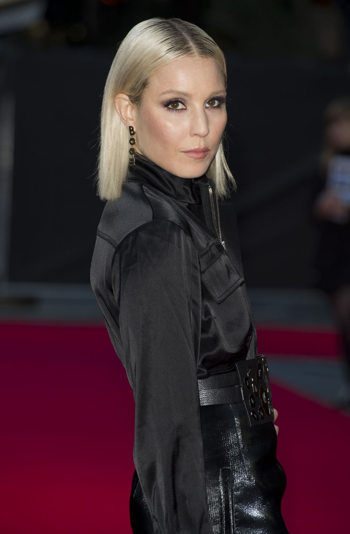 noomi-rapace-arriving-to-screening-of-the-drop-during-the-58th-bfi-london-ff_6