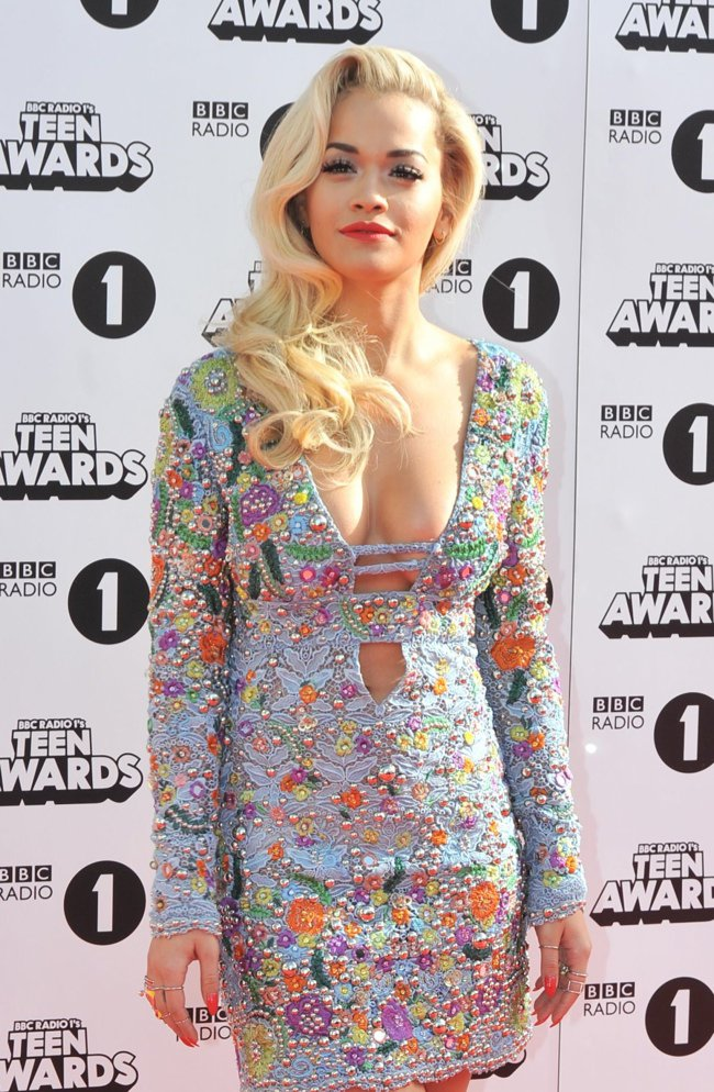 rita-ora-emlio-pucci-lace-dress