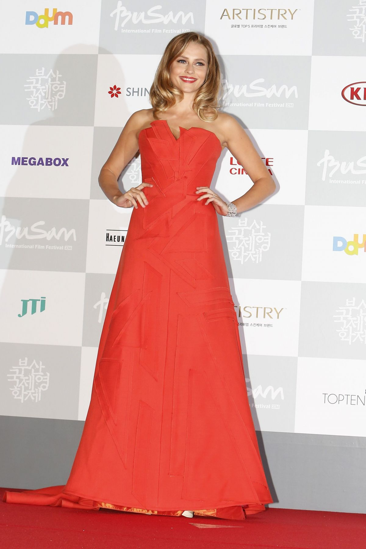 teresa-palmer-at-2014-busan-international-film-festival-opening-ceremony_1
