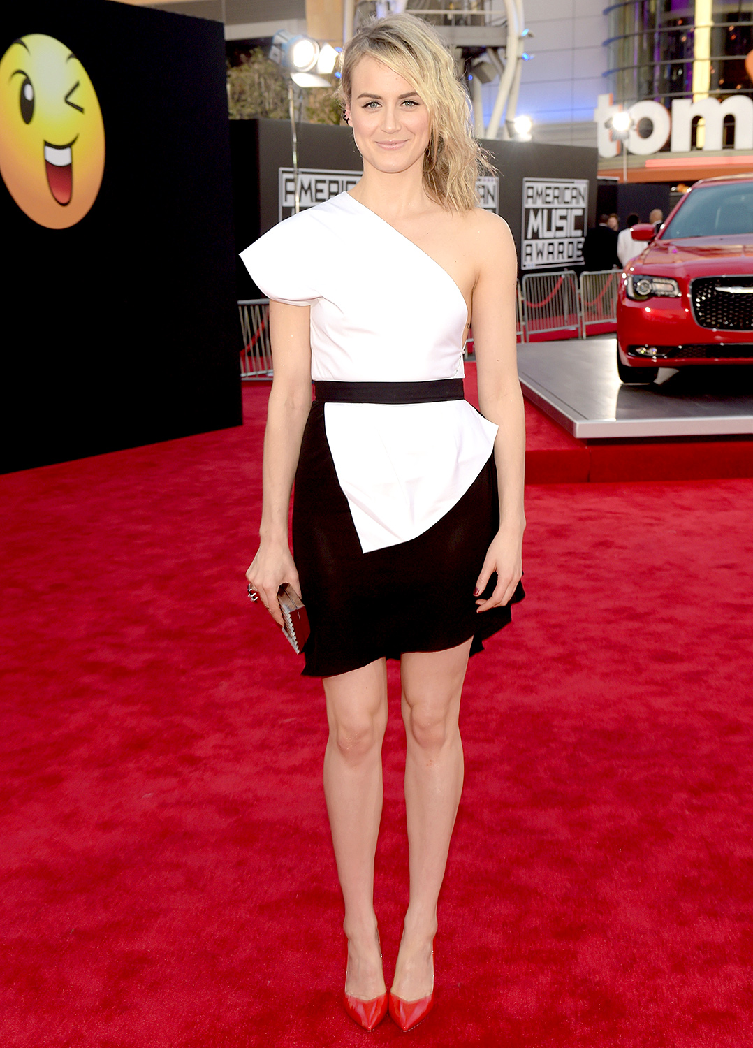 taylor-schilling-vionnet-2014-american-music-awards/