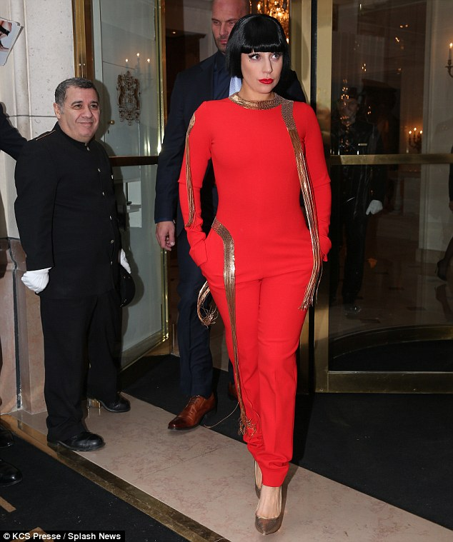 lady-gaga-stephane-rolland-couture-bristol-hotel/