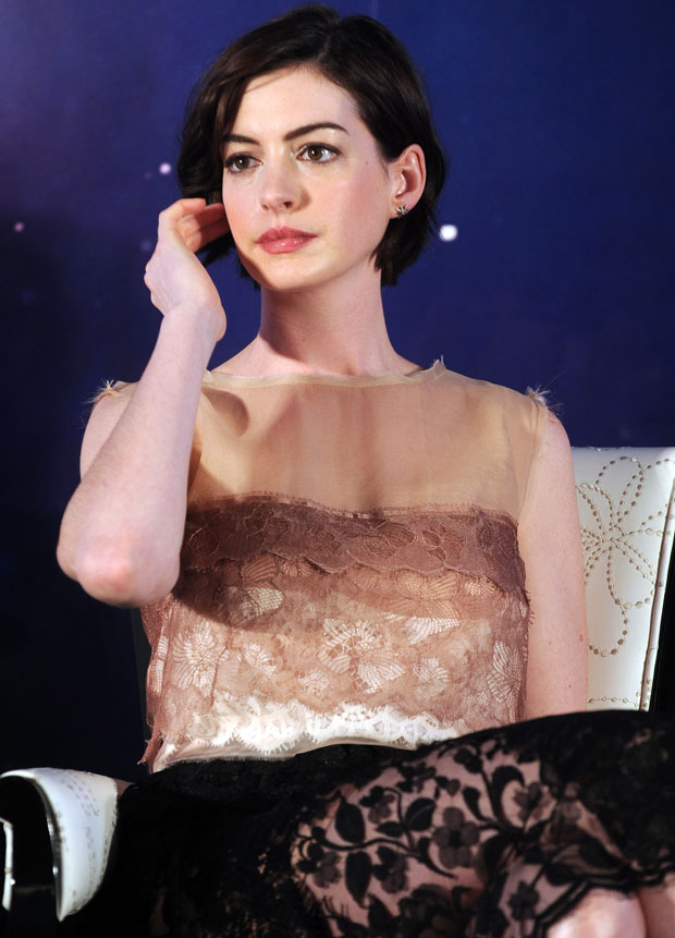 anne-hathaway-lanvin-interstellar-shanghai-press-conference/