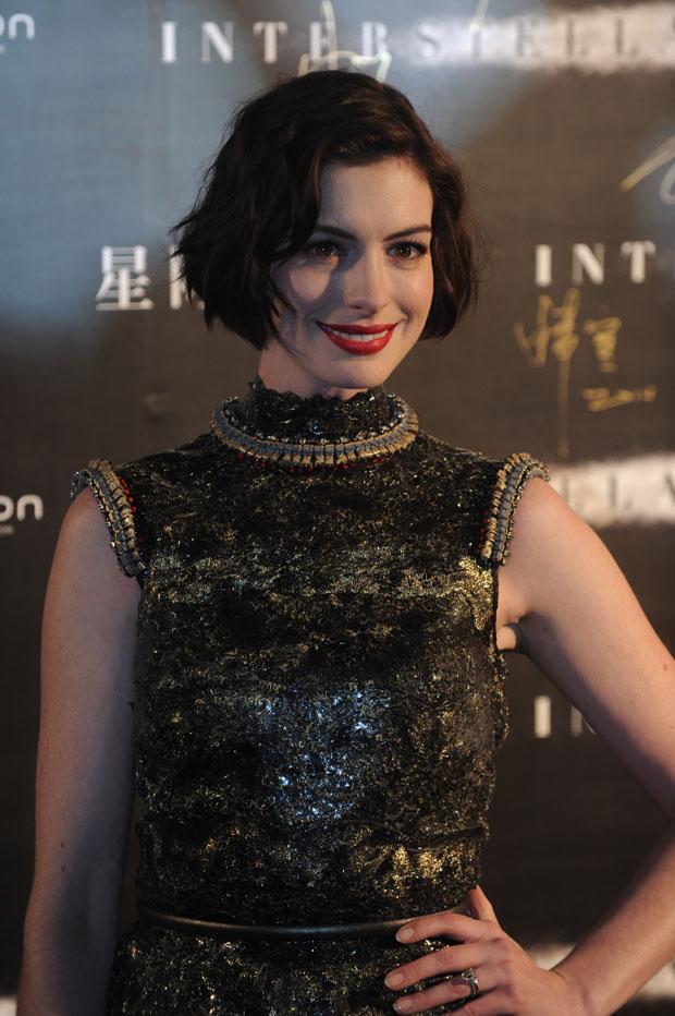 anne-hathaway-chanel-couture-interstellar-shanghai-premiere/
