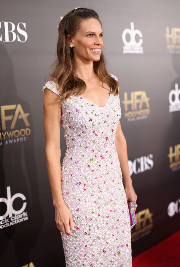 hilary-swank-nicholas-oakwell-couture-2014-hollywood-film-awards/