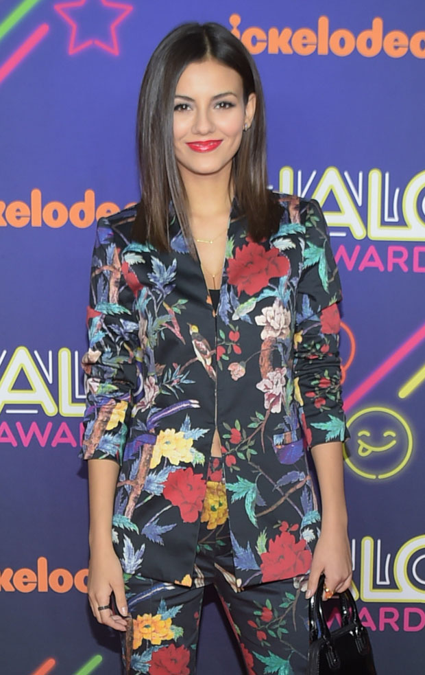 victoria-justice-alice-olivia-2014-nickelodeon-halo-awards/