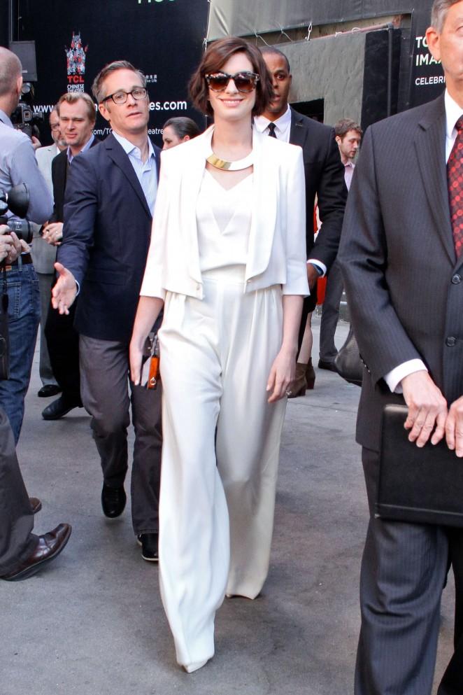 Anne-Hathaway-Matthew-McConaughey-Hollywood-Walk-of-Fame-04-662×993