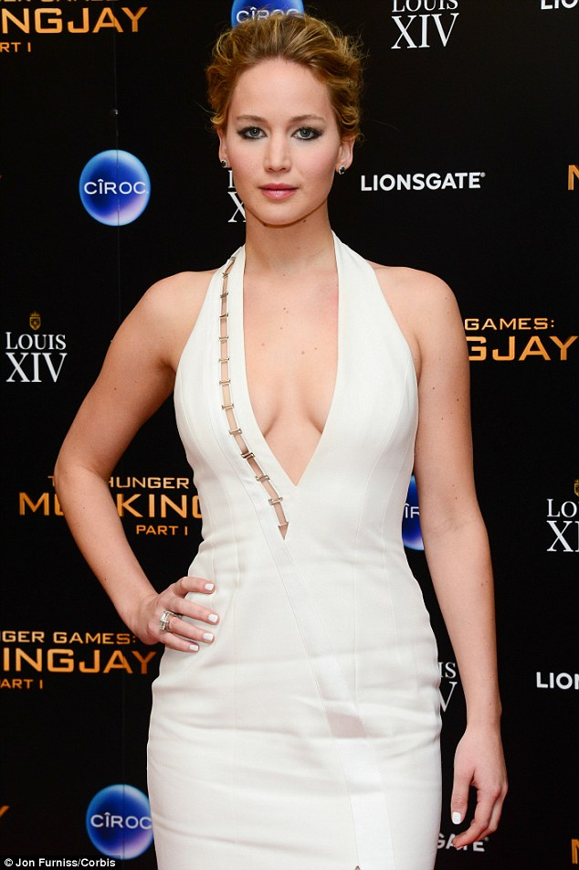 Jennifer-Lawrence--2014-The-Hunger-Games--Mockingjay-Part-1-afterparty-08