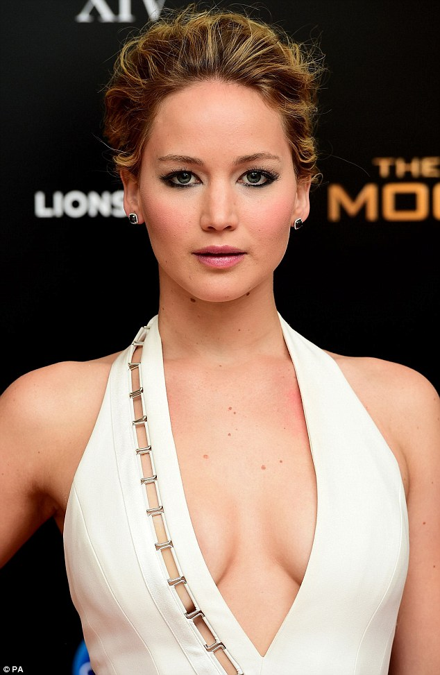 Jennifer-Lawrence--2014-The-Hunger-Games--Mockingjay-Part-1-afterparty-11