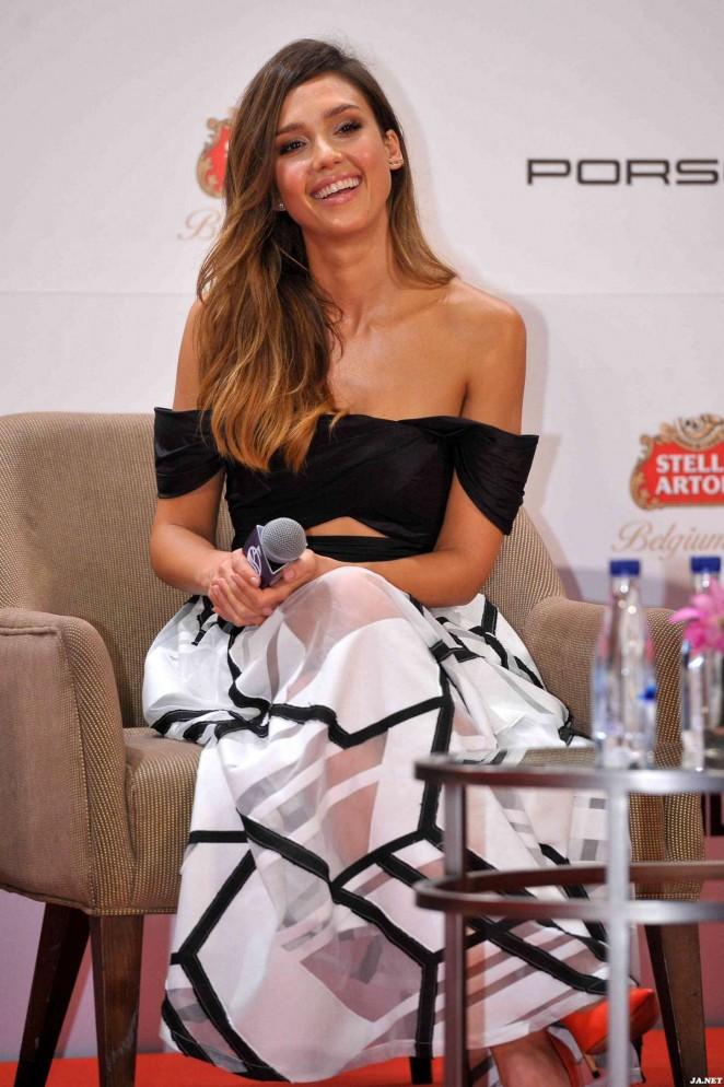 Jessica-Alba-Mission-Hills-World-Celebrity-Pro-Am-Press-Conference-17-662×994