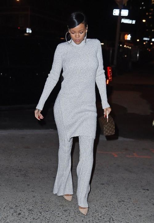 Rihanna-Dines-At-Nobu-In-NYC