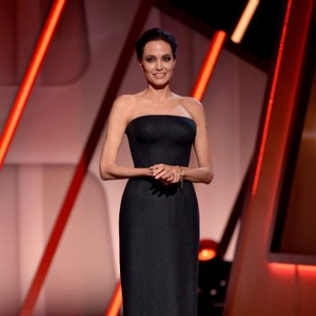angelina-jolie-atelier-versace-hollywood-film-awards