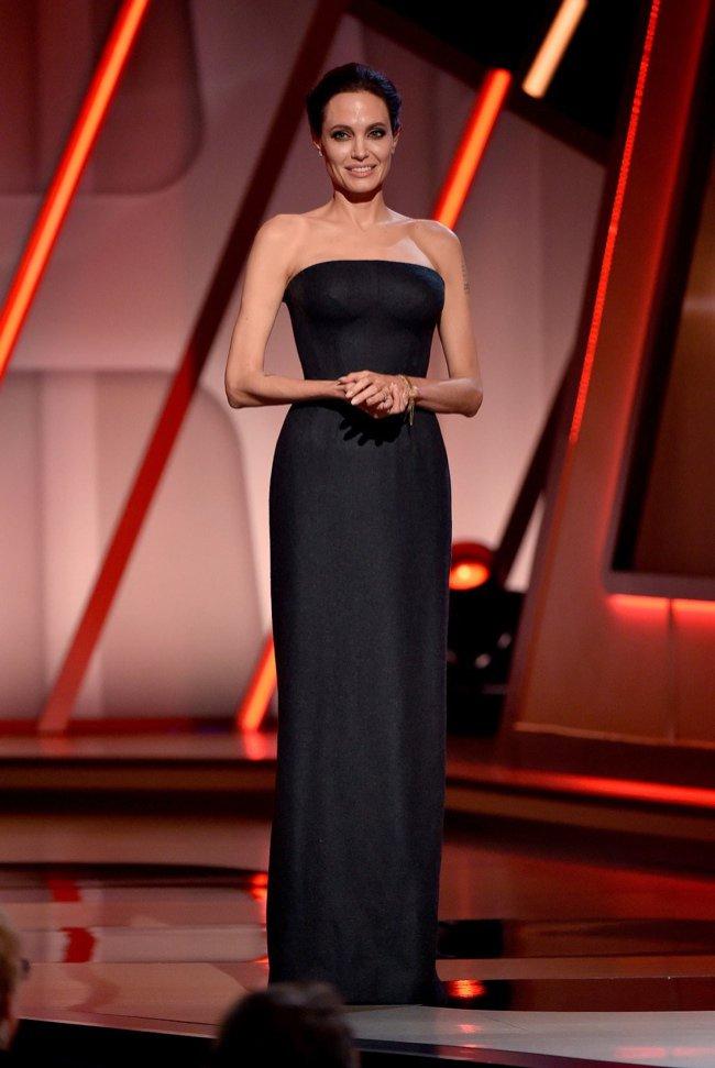 angelina-jolie-atelier-versace-hollywood-film-awards