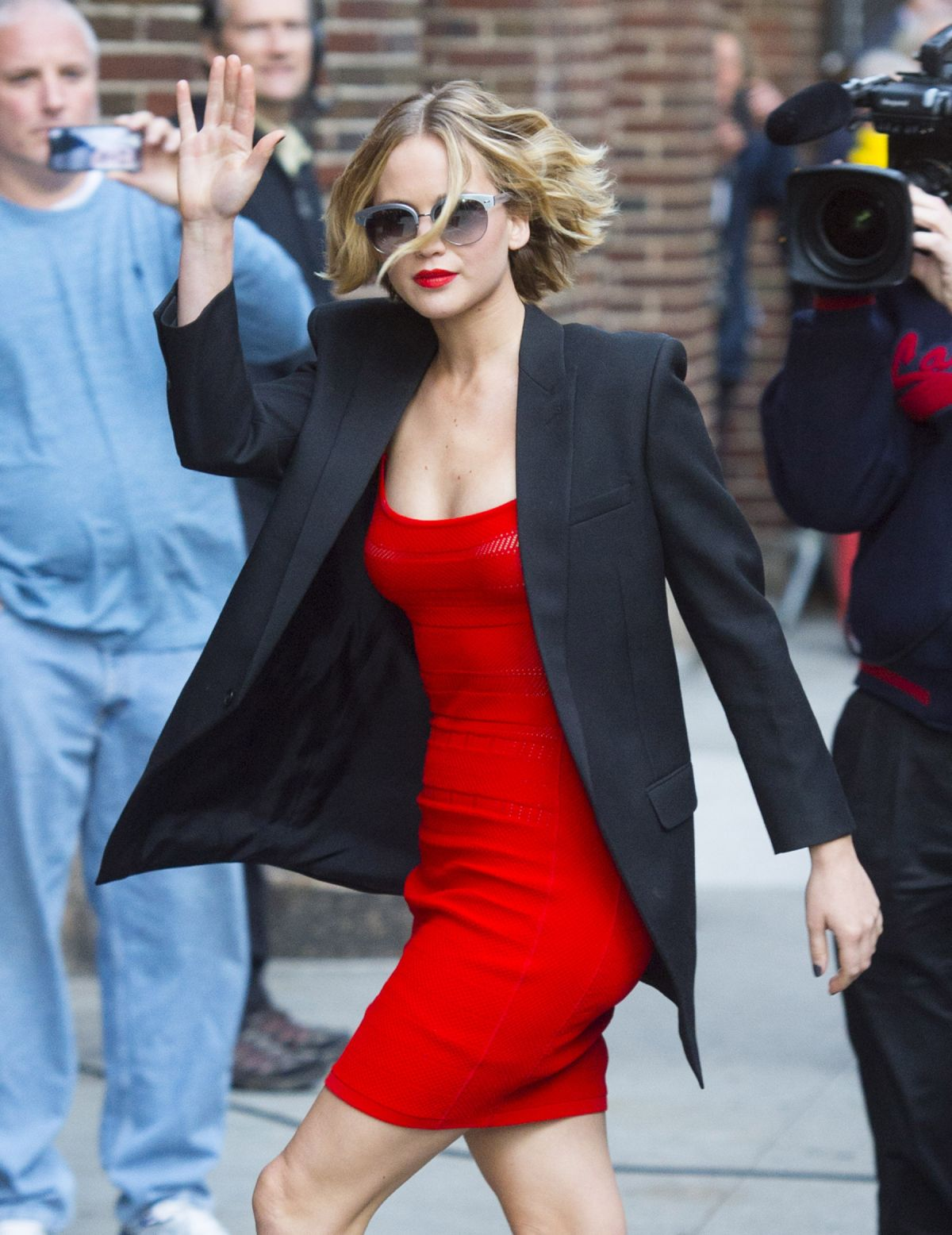 jennifer-lawrence-arrives-at-the-late-show-with-david-letterman-in-new-york_1