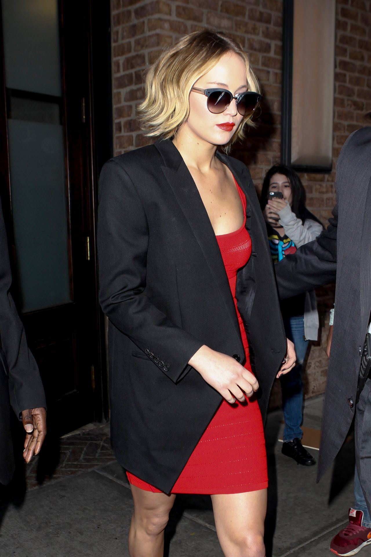 jennifer-lawrence-arriving-to-appear-on-late-show-with-david-letterman-in-new-york-city-nov.-2014_3