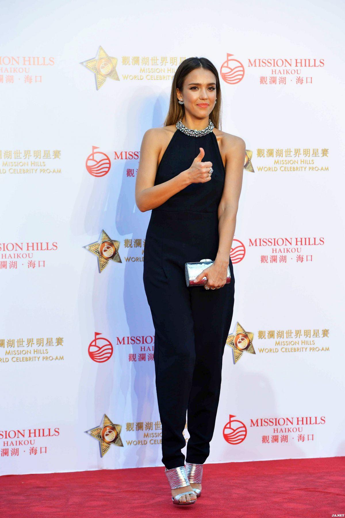 jessica-alba-at-mission-hills-world-celebrity-pro-am-golf-tournament-in-haikou_3
