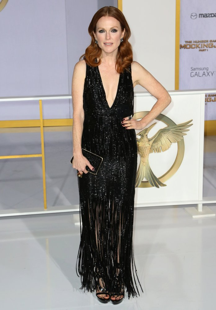 julianne-moore-premiere-mockingjay-part-1-01