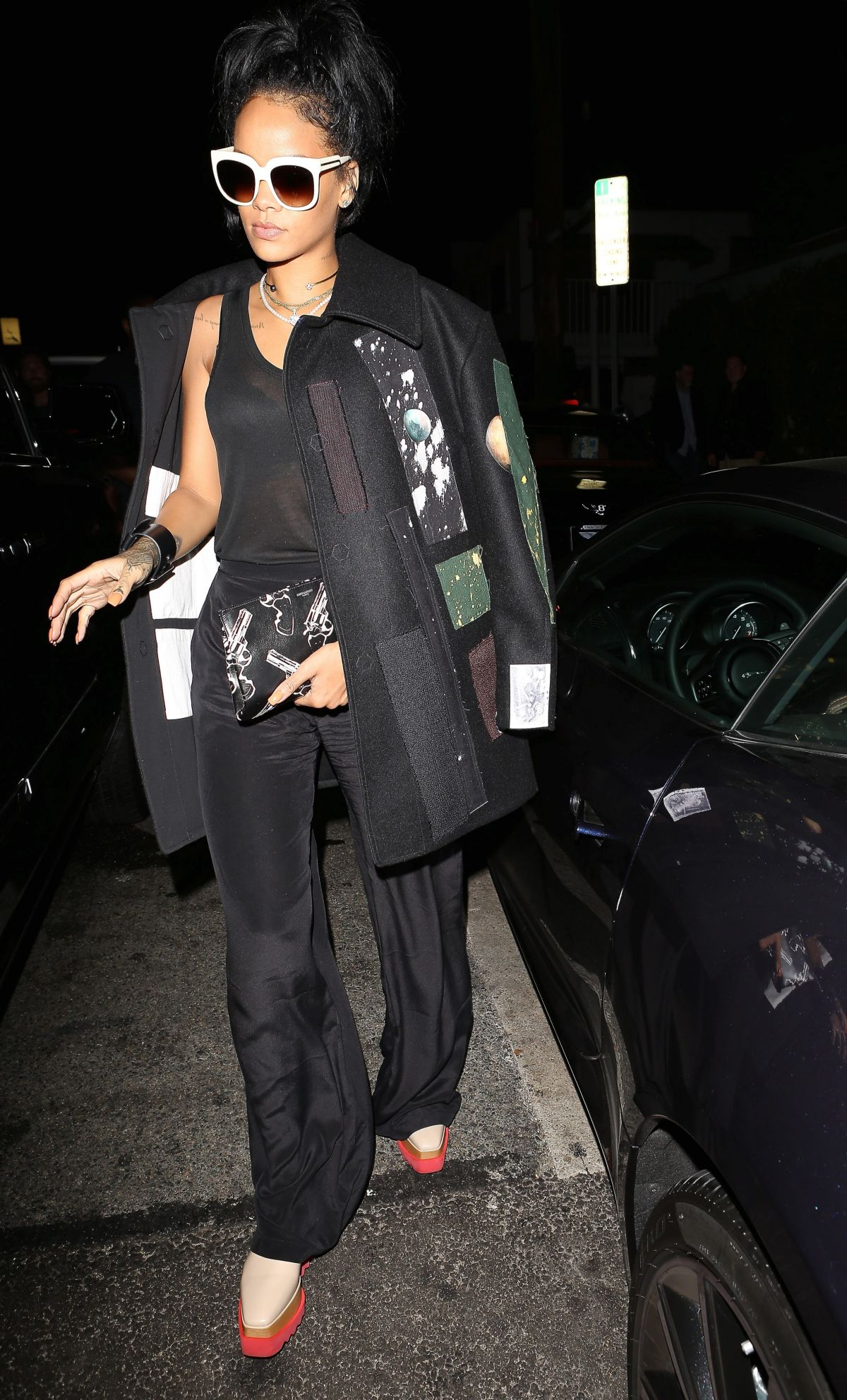 rihanna-getting-at-giorgio-baldi-in-santa-monica_10