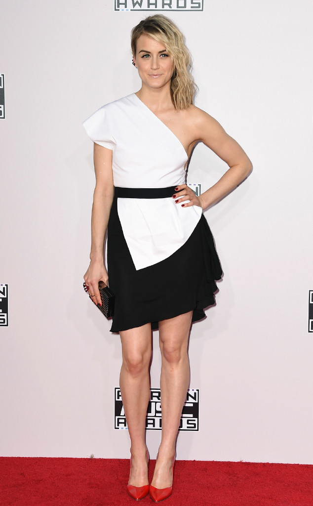 taylor-schilling-american-music-awards-2014