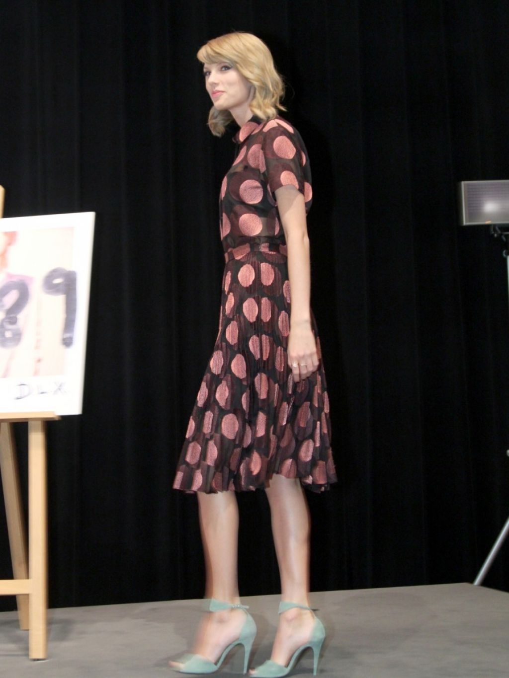 taylor-swift-1989-album-tokyo-press-conference-in-japan_6-1