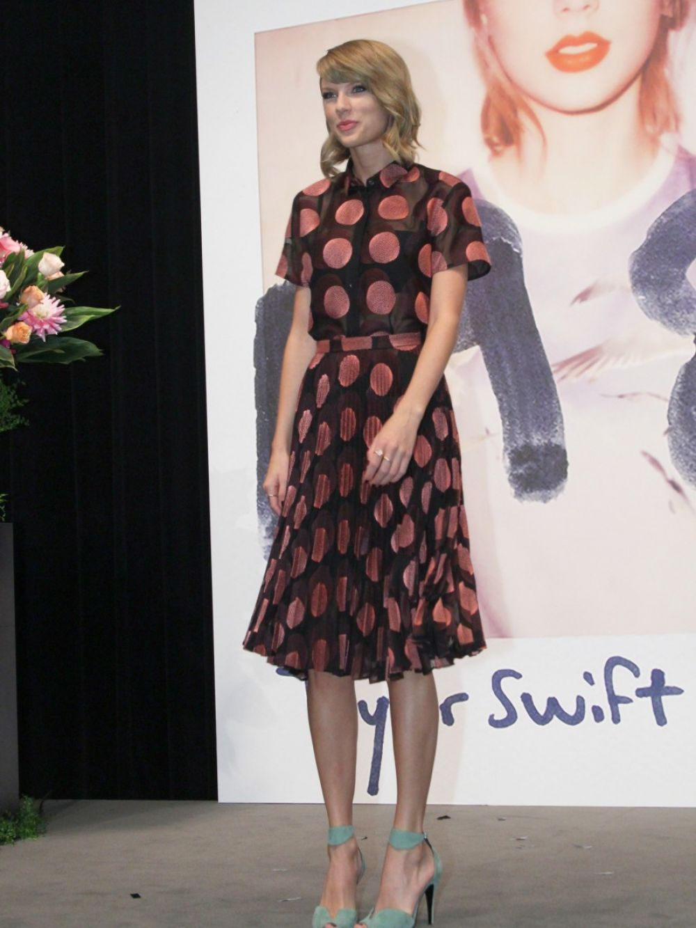 taylor-swift-at-1989-album-tokyo-press-conference-in-japan_1